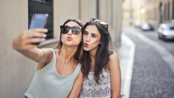Cómo crear 'emojis' con tu cara para WhatsApp