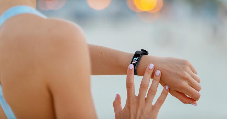 smartband en la mano